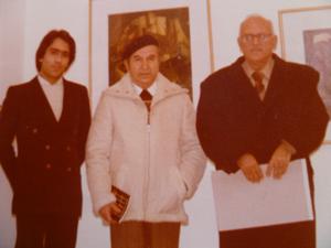1982. Με τον ζωγράφο Δημήτρη Τηνιακό και τον συγγραφέα Βασίλη Μοσκόβη στον εικαστικό κύκλο